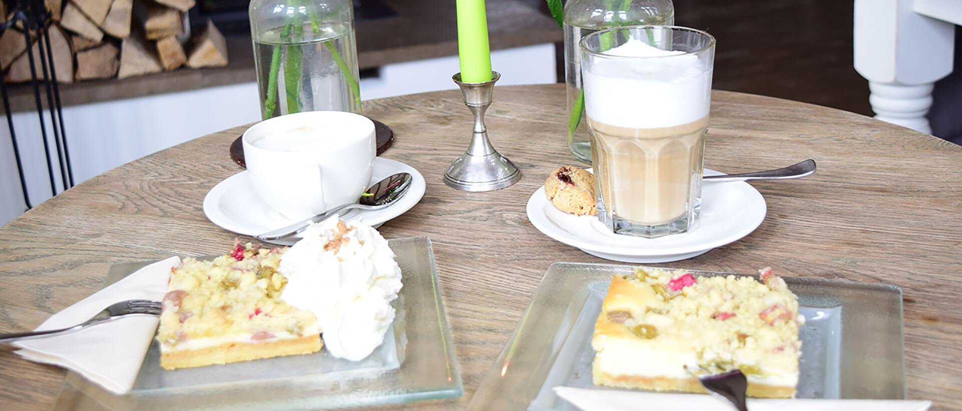 Kaffee und Kuchen im Restaurant Waldschlösschen